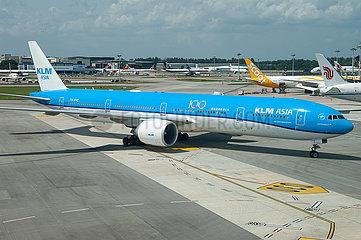 Singapur  Republik Singapur  Boeing 777 Passagierflugzeug der KLM Asia auf dem Flughafen Changi