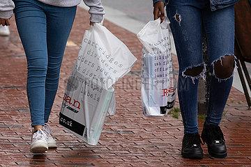 BRITAIN-READING-PLASTIC BAGS-CHARGE-APRIL 2021