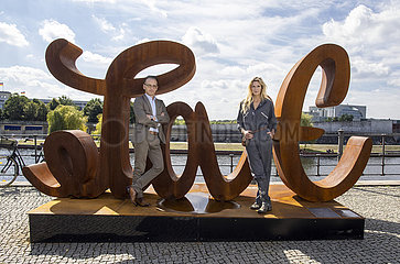 BM Maas mit Mia Florentine Weiss