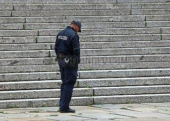 Polizei vor dem Bundestag