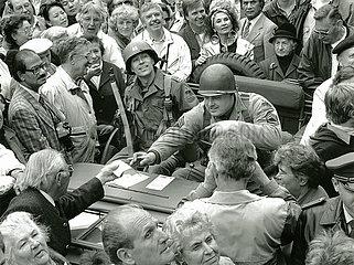 Verabschiedung der amerikanischen Soldaten aus Muenchen  Fest auf dem Marienplatz  1992