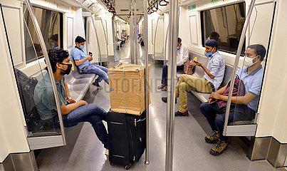 INDIEN-NEW DELHI-METRO RAIL SERVICE-Resume