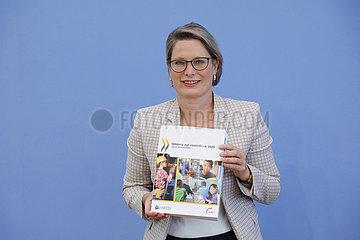 Bundespressekonferenz zum Thema: OECD-Bericht Bildung auf einen Blick