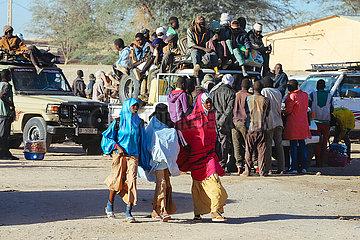 Überladenen Sammeltaxis mit Passagieren