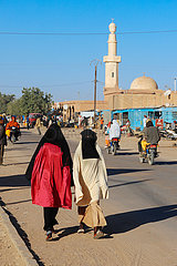 Strassenszene mit Moschee