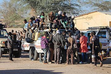 Albtraum Flucht - Überladenen Sammeltaxis mit Passagieren