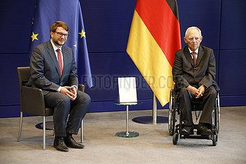 Uebergabe des Jahresberichtes 2019 des Petitionsausschuss an den Bundestagspraesidenten