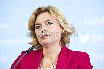 Berlin  Deutschland - Julia Kloeckner  Bundesministerin fuer Ernaehrung und Landwirtschaft bei einer Pressekonferenz.