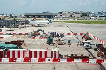 Singapur  Republik Singapur  Bauarbeiten auf dem Vorfeld am Flughafen Changi
