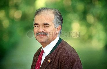 Peter Gauweiler  CSU  bayerischer Umweltminister  Portraet 1993