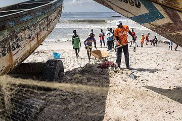 SENEGAL-DAKAR-BEACH-CLEANING
