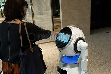 JAPAN-TOKYO-COVID-19-ALLTAG-ROBOT