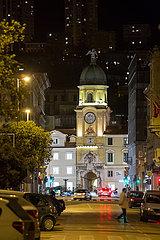 Kroatien  Rijeka - Stadtturm Rijeka  der barocke Uhrenturm mit Kuppeldach wurde im 17. Jh. errichtet