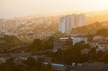 Kroatien  Rijeka - Blick vom Kastell von Trsat auf Wohnviertel der Stadt