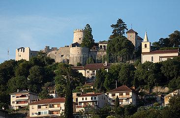 Kroatien  Rijeka - Das Kastell von Trsat oberhalb der Stadt im Berg liegend  ist eine historische  wieder aufgebaute Burg