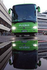 Berlin  Deutschland  Flixbus mit polnischem Kennzeichen spiegelt sich in einer Pfuetze vor dem Terminal des Flughafen Berlin-Tegel