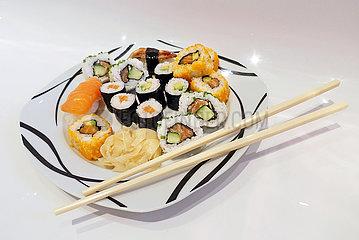 Berlin  Deutschland  Sushi auf einem Teller