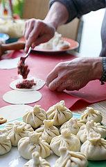 Berlin  Deutschland  Chinkali werden gefertigt