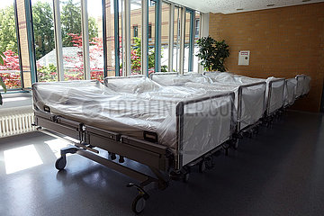 Berlin  Deutschland  frisch bezogene Krankenhausbetten