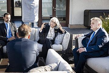 Aussenminister Maas zusammen mit den Botschaftern aus Israel und der Vereinigten Arabischen Emirate