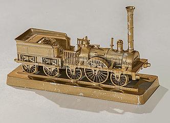 Modell der ersten deutschen Lokomotive Adler von 1835  altes Souvenir  Nuernberg