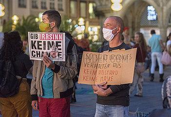 Protest auf dem Marienplatz fuer Maskenpflicht und gegen Verschwoerungstheorien  Muenchen  21.09.2020