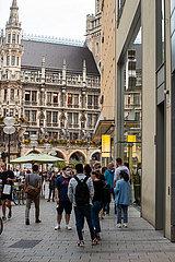 München führt die Maskenpflicht am Marienplatz und in der Fußgängerzone ein