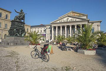 Palmengarten auf dem Max-Joseph-Platz vor der Oper  Aktion Sommer in der Stadt  Muenchen  September 2020