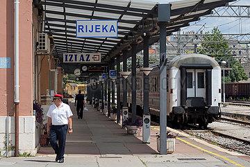 Kroatien  Rijeka - Hauptbahnhof von Rijkea - Hrvatske zeljeznice (HZ): Kroatische Bahnen  die staatliche kroatische Bahngesellschaft