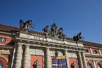 Potsdam  Brandenburg  Deutschland - Portal mit Pferdegruppen ueber dem Eingang zum Filmmuseum im ehemaligen Marstall.