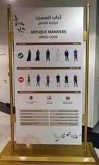 Abu Dhabi  Vereinigte Arabische Emirate  Kleiderordnung in der Scheich Zayid Moschee