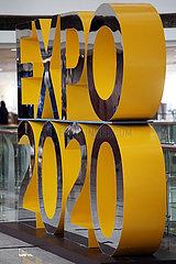 Dubai  Vereinigte Arabische Emirate  Werbeaufsteller fuer die Expo 2020