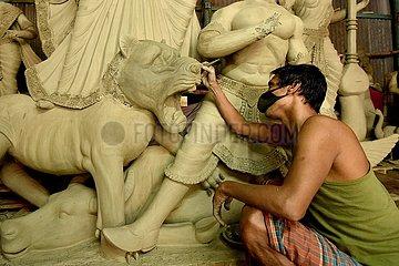 BANGLADESH-DHAKA-Durga Puja FESTIVAL-VORBEREITUNG