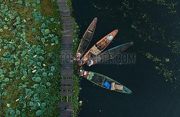 KASHMIR-ALLTAG-DAL LAKE