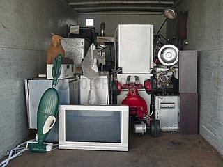 Container mit ausgedienten Elektrogeräten