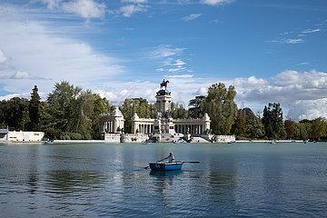SPANIEN-MADRID-PARK-ALLTAG