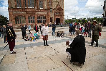 Grossbritannien  Derry - Laiendarsteller zeigen wie ein Gerichtsverfahren im Mittelalter ausgesehen haben koennte