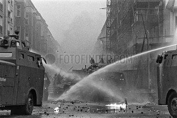 Berlin-Friedrichshain  Deutschland - Polizeiliche Raeumung besetzter Haeuser in der Mainzer Strasse