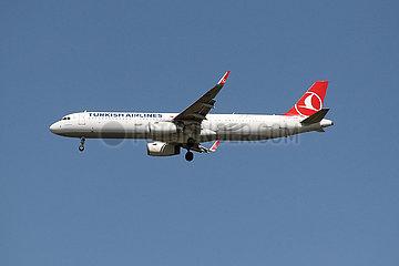 Hannover  Deutschland  Airbus A321 der Fluggesellschaft Turkish Airlines