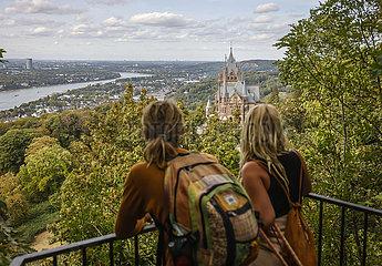 Drachenburg auf dem Drachenfels  Koenigswinter  Nordrhein-Westfalen  Deutschland  Europa