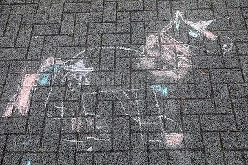 Berlin  Deutschland  Zeichnung eines Einhorns auf einem Gehweg
