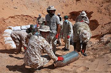 Libyen-TRIPOLIS-ENTSORGUNG-Kriegsrelikte