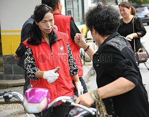 CHINA-ZHEJIANG-HUZHOU-Taubstummer COUPLE FAHRZEUG MAINTENANCE STAND (CN) CHINA-ZHEJIANG-HUZHOU-Taubstummer COUPLE FAHRZEUG MAINTENANCE STAND (CN) CHINA-ZHEJIANG-HUZHOU-Taubstummer COUPLE FAHRZEUG MAINTENANCE STAND (CN) CHINA-ZHEJIANG-HUZHOU-Taubstummer CO