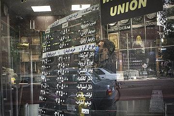 IRAN-TEHERAN-Wechselkurs
