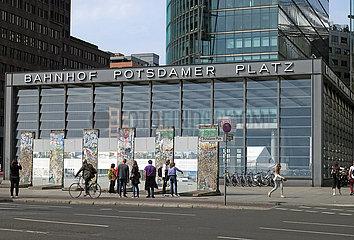 Berlin  Deutschland  Gedenkstaette der Berliner Mauer am Potsdamer Platz