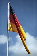 Hoppegarten  Deutschland  Nationalfahne der Bundesrepublik Deutschland haengt schlaff herunter