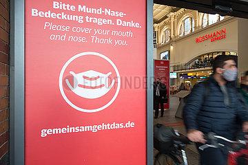 Deutschland  Bremen - Hinweis auf Maskenpflicht am Hauptbahnhof