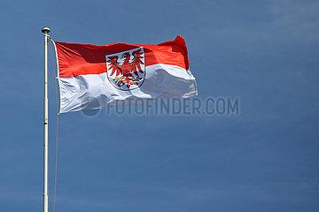 Hoppegarten  Deutschland  Fahne des Bundeslandes Brandenburg