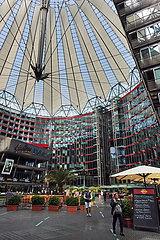 Berlin  Deutschland  Innenansicht des Sony-Center am Potsdamer Platz