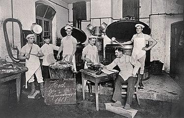 Soldatenkueche  Kuechenmannschaft  Ulm  1908